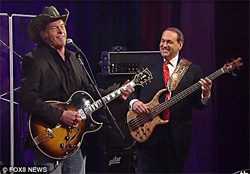 Mike Huckabee sings Cat scratch fever with ted Nugent