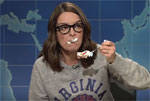 SNL Weekend Update, Tina Few eats cake to deal with Trump and his Nazis
