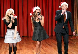 Jimmy Fallon, Rashida Jones & Carrie Underwood Sing Holiday Parodies of Katy Perry, Miley & Lorde Songs